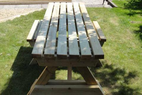 2 Wheelchairs Accessible 4-Seater Picnic Table